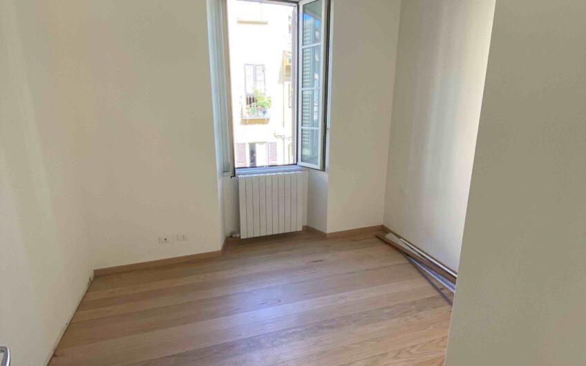 Pavia Strada Nuova signorile appartamento ristrutturato e arredato