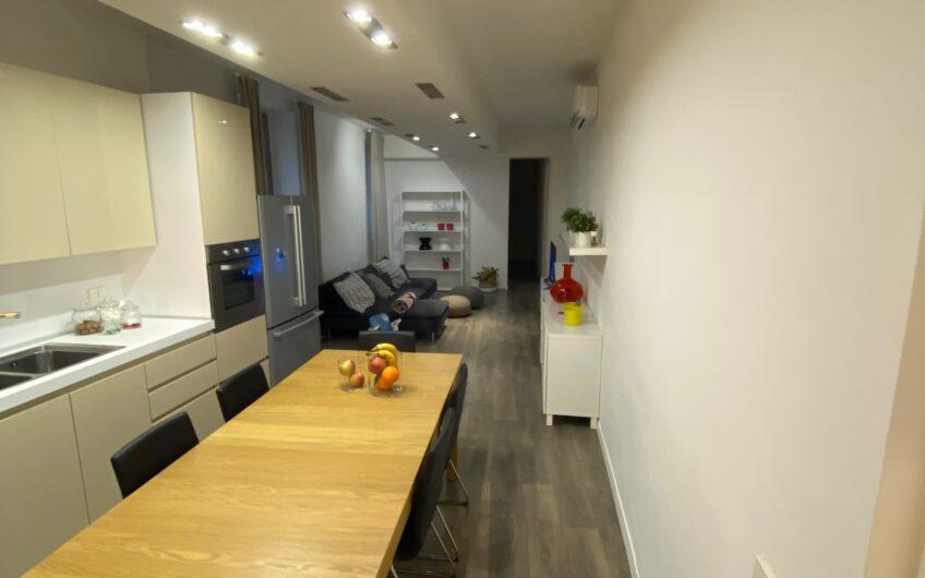 Pavia Via XX Settembre Signorile appartamento di 4 locali+servizi ristrutturato e arredato