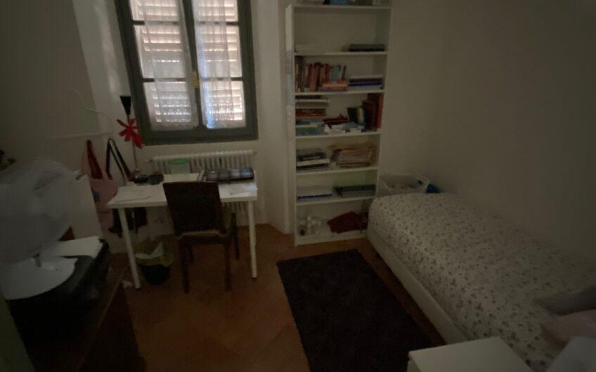 Pavia via Carpanelli-Università affittasi stanza in palazzo d'epoca con uso cucina, lavanderia e servizio