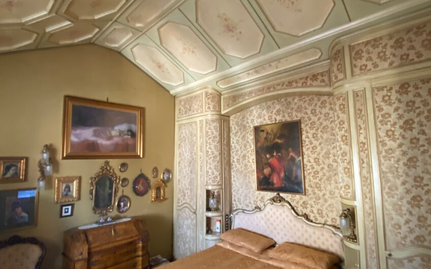 Pavia Piazza Minerva ad. Attico di ampia metratura su 2 livelli con 2 terrazzi