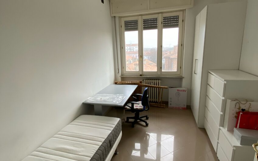 Pavia Corso Cairoli Università affittasi stanza a studentessa