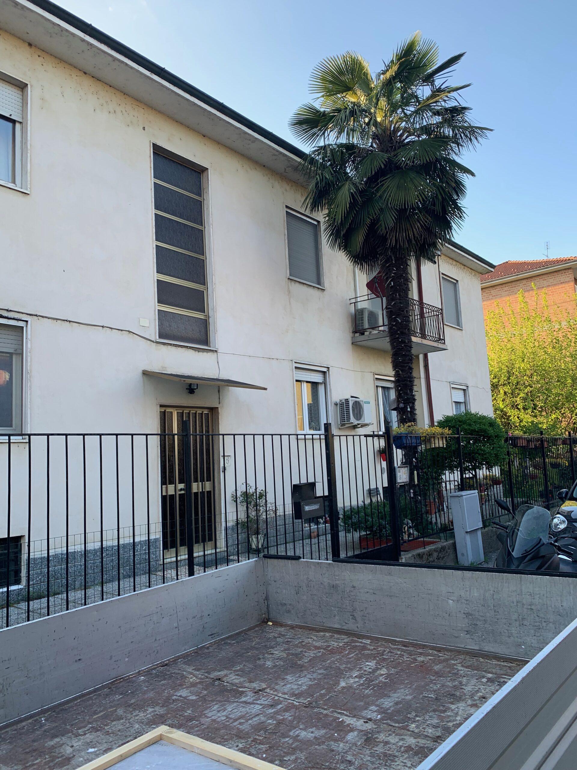 PAVIA VIA OGLIO AFFITTASI AMPIO BILOCALE CON 2 STANZE SEPARATE EURO 500 MESE